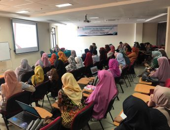 Unhas Faculty of Pharmacy Held A Workshop for Scientific Article Writing